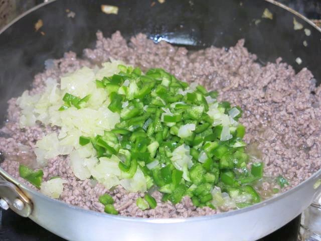 meat-sauce-salad