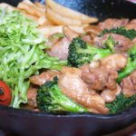 食べ過ぎ注意!スキレットで作る「ガリバタチキン」と、「大豆の和風煮」