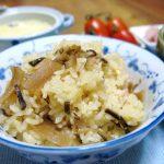 昨晩の自家製中華そばの鶏がらの出汁で、市販の炊き込みご飯の素を使ってご飯を炊いたらプロ並みの味で旨かった!
