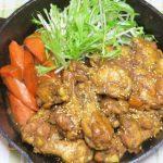 スキレットで作る「鶏手羽元の甘辛すっぱ煮」と、出汁香る「和風ウインナーポトフ」